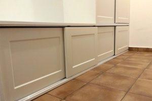 chodbová zostava s posuvnými dverami - striekané dvierka
