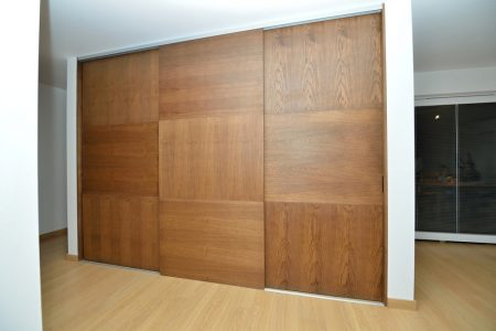 posuvné dvere bez madiel - dubová dýha